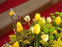 Addobbo floreale per il matrimonio a tema api creato da Debraflower
