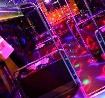 Addio nubilato e celibato su un autobus for Cabina di addio al celibato