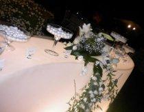 Tavolo della confettata illuminato e di design allestito da farenozze