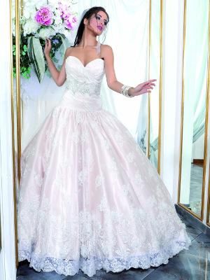 Modello 3: abito da sposa con sottogonna rosa pastello