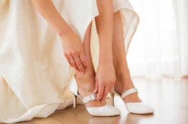 Abbinamento tra abito da sposa e scarpe