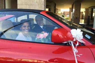 Arrivo della sposa in Ferrari
