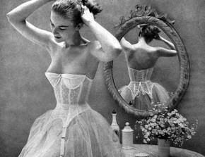 Una sposa d'altri tempi si prepara per il matrimonio