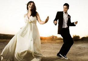 Sposi durante la festa da ballo