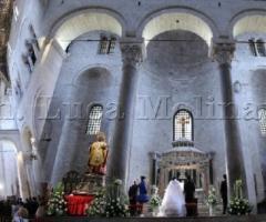 Fotografia della chiesa durante la celebrazione del rito nuziale