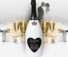 Bottiglia di spumante personalizzata per il brindisi agli sposi