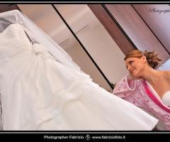 Fabrizio Foto - La sposa ammira il suo vestito