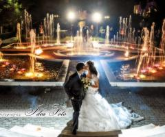 Foto del bacio degli sposi presso la location di nozze