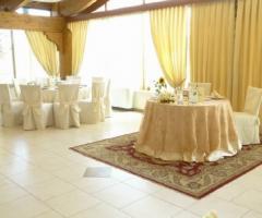 Sala ricevimenti allestita per matrimoni