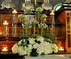 Decorazione di fiori bianchi per la cerimonia nuziale