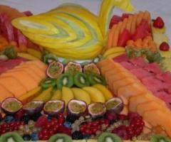 Buffet di frutta al ricevimento di matrimonio