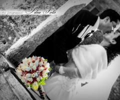 Fotografia del bacio degli sposi