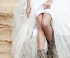 Fotografia della sposa con gli stivali