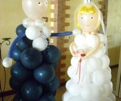 Palloncini a forma di sposo e sposa
