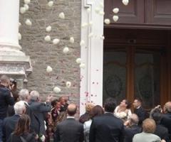 Coriandoli e fiori per il matrimonio