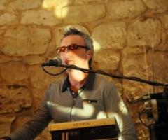 Gino Bartoli alla tastiera