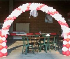 Arco di palloncini per il matrimonio