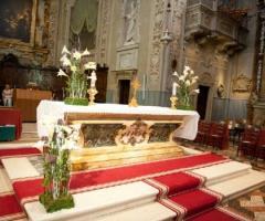 Calle bianche per l'altare della chiesa