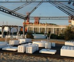 Matrimonio sotto il gazebo sulla spiaggia
