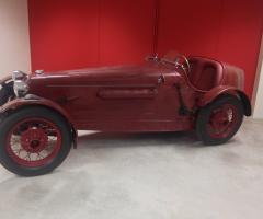 Noleggio auto d'epoca rossa a Bari