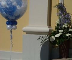 Decorazioni floreali e palloncini per le nozze