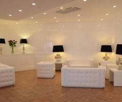 Sala con divani white