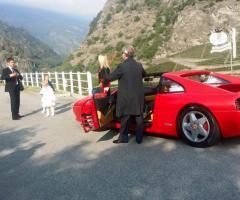L'arrivo dello sposo in auto
