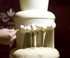 Sul tavolo dei dolci arrivano le fontane di cioccolato