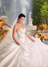 Vestito da sposa con corpetto decorato