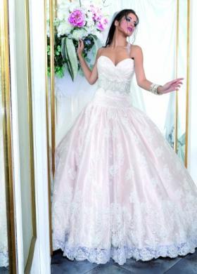Abito da sposa con sottogonna rosa pastello