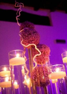 Allestimento floreale di design per il ricevimento di matrimonio