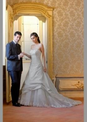 Abito da sposa e sposo a Cuneo