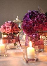 Allestimento di fiori e candele per il tavolo di matrimonio