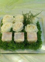 Centrotavola di rose e candele