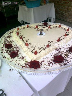La torta nuziale a forma di cuore - Alternative di Laura Pola - Foto 4