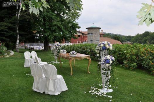 Allestimento della cerimonia di matrimonio in giardino for Allestimento giardino