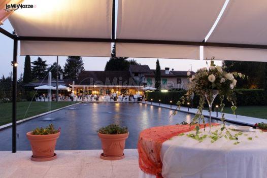 Allestimento del matrimonio a bordo piscina ristorante for Matrimonio bordo piscina