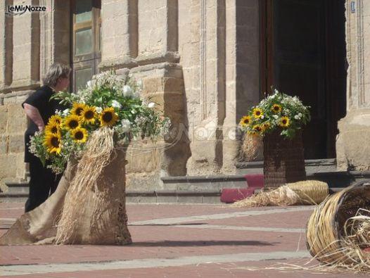 Matrimonio Girasoli Chiesa : Originali composizioni con girasoli all uscita della