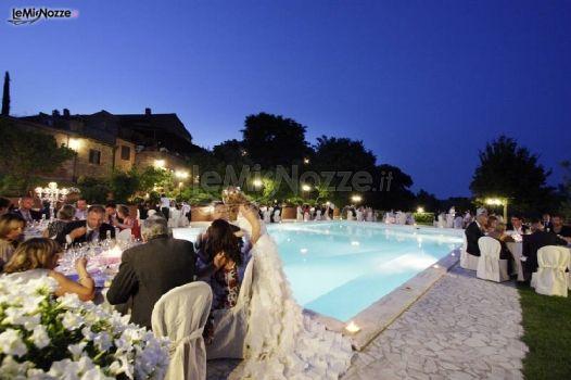 Matrimonio a bordo piscina borgo tre rose foto 7 for Matrimonio bordo piscina