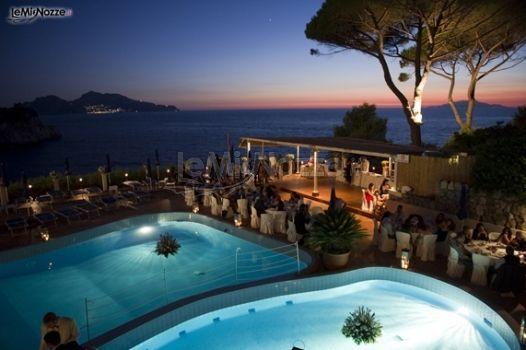 Ricevimento di matrimonio a bordo piscina hotel delfino for Matrimonio bordo piscina