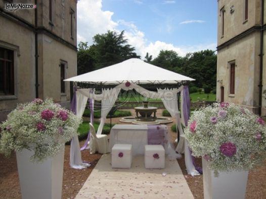 Allestimento per la celebrazione del matrimonio nel for Allestimento giardino matrimonio