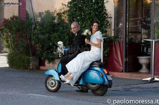 Matrimonio In Vespa : Sposi in vespa fotografo per il matrimonio a venezia