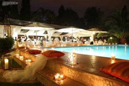 Addobbi per il matrimonio a bordo piscina weddings and for Matrimonio bordo piscina