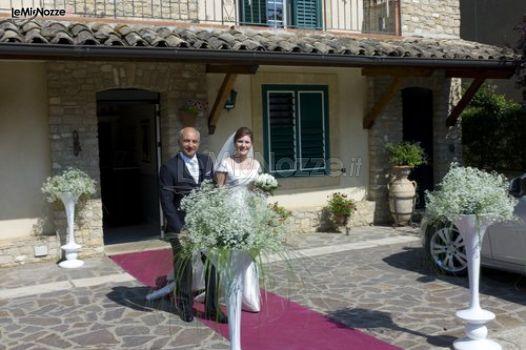 Foto 1 matrimonio in bianco allestimento floreale con nebbiolina per l 39 uscita della sposa - Allestimento casa della sposa ...