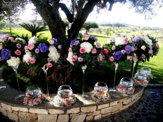 addobbi floreali multicolor per un matrimonio in giardino