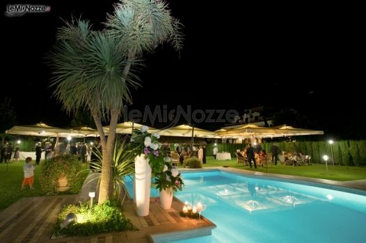 Ricevimento di matrimonio a bordo piscina casale for Matrimonio bordo piscina