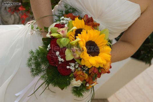 Girasoli Finti Matrimonio : Foto bouquet classico di girasoli per la