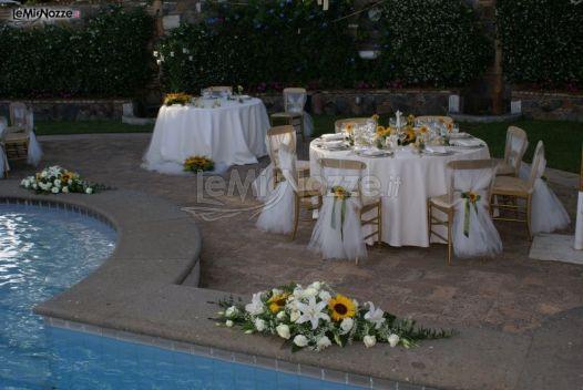 Girasoli e gigli per l 39 allestimento floreale a bordo for Addobbi piscina per matrimonio