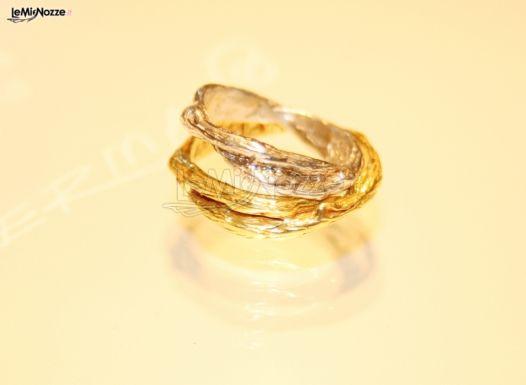 Foto 1 - Fedi nuziali originali - Fedi in oro giallo e bianco per il ...