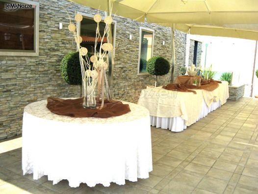 Allestimento del buffet di matrimonio in giardino for Allestimento giardino matrimonio